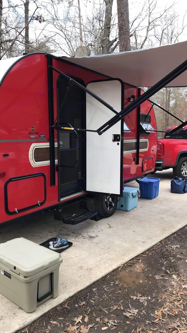 Camping at Lake Livingston State Park. Winnebago Winnie Drop 2017