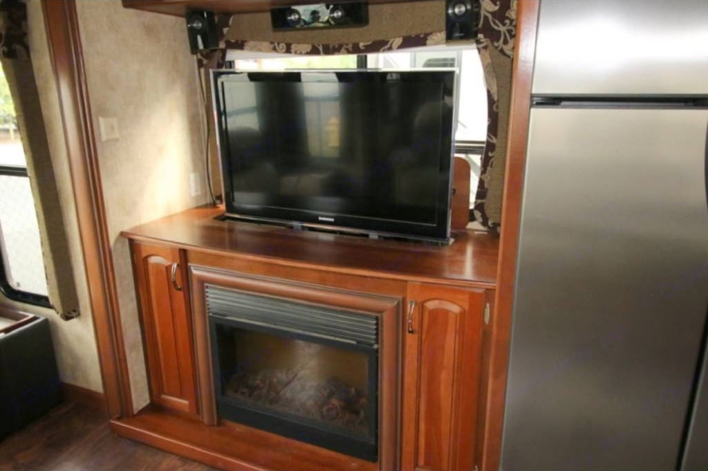 40 inch TV rises from console with elec. FP. Keystone Alpine 2011