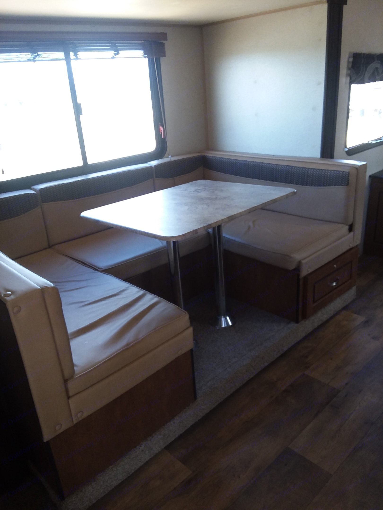 Sweet u dinette! It also converts to a bed for two.. Forest River Salem 2017