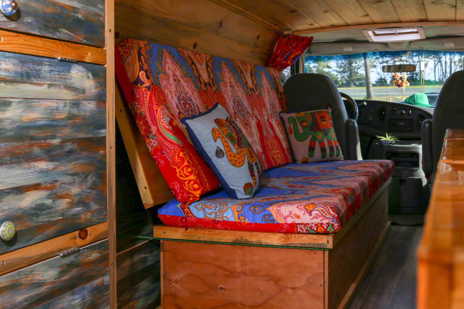 Couch\Single bed. Ford Ford E350 2004