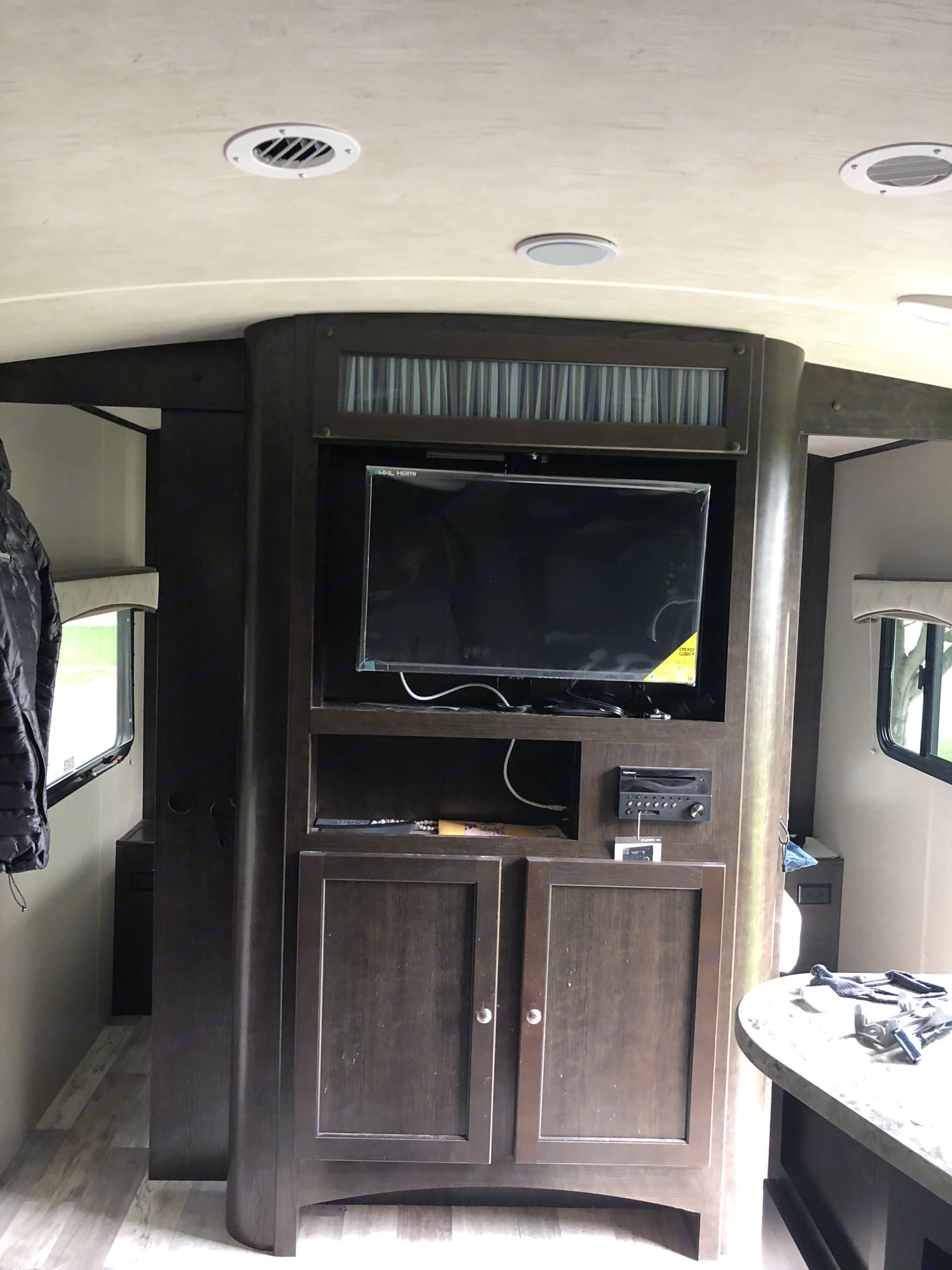 32inch flat screen tv with radio and dvd for movies.. Cruiser Rv Corp Cruiser 2017