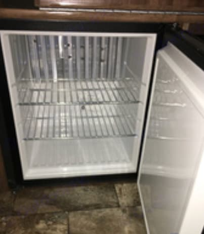 Ice cold refrigerator. Coachmen Clipper 2017