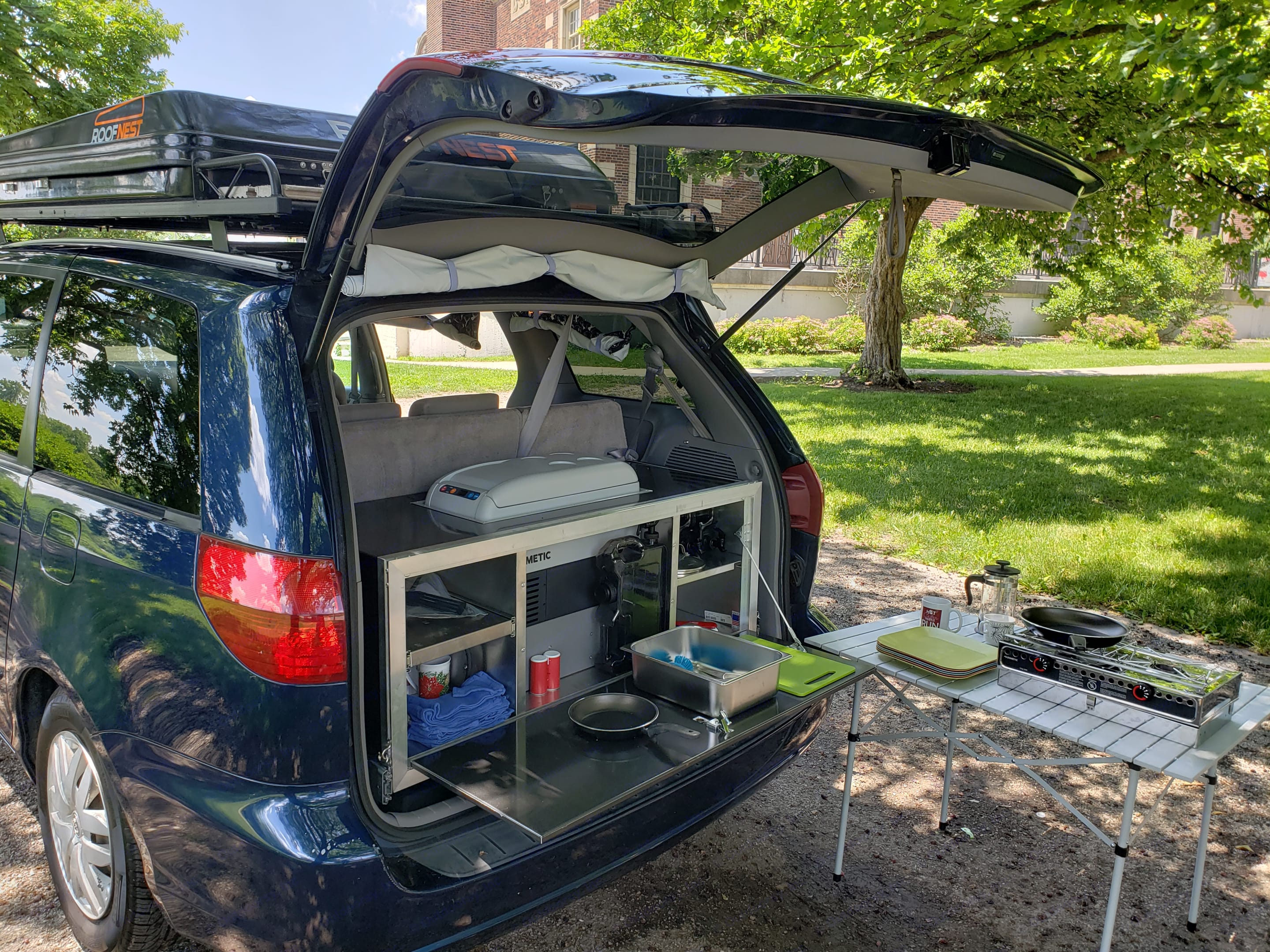 Another shot of the kitchenette.. Toyota Sienna 2005
