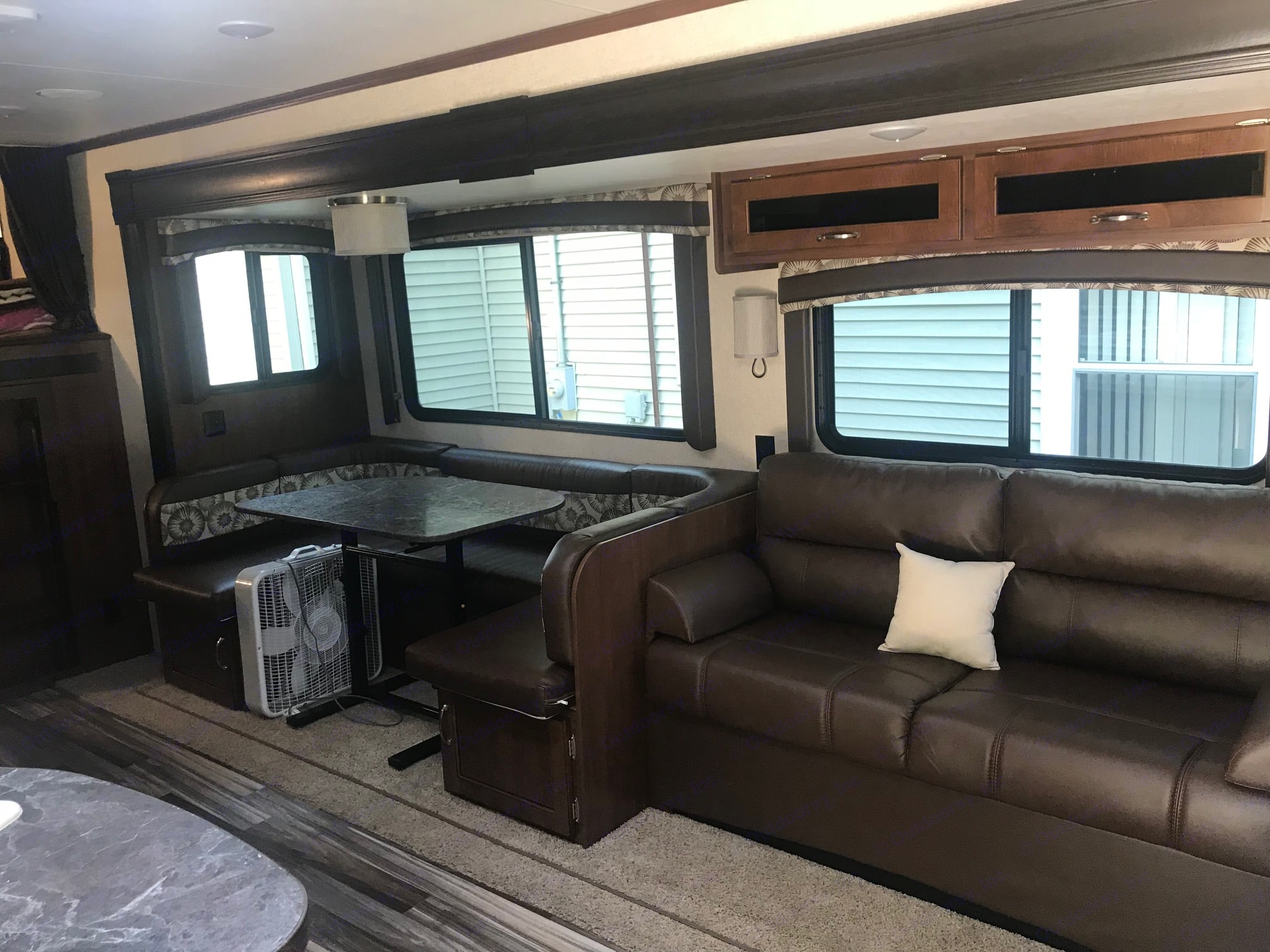 Cozy living room and eating space. Jayco Jay Flight 2017
