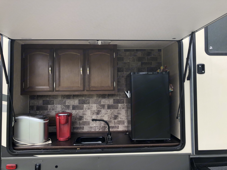Outdoor kitchen with Keurig & ice maker. . Forest River Heritage Glen 2016