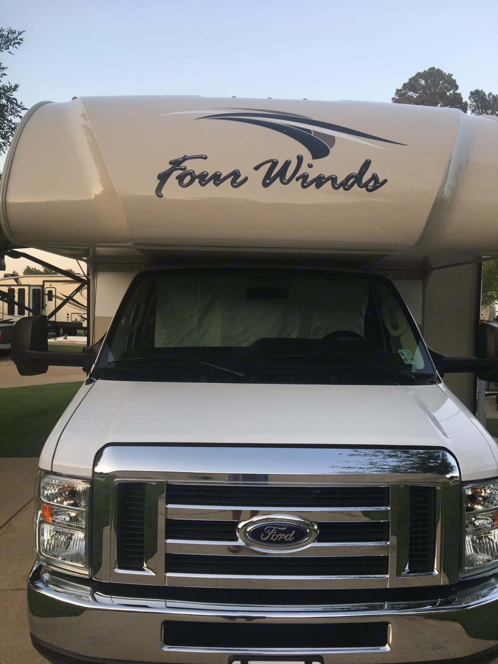 Front view. Ford Fourwinds 2018
