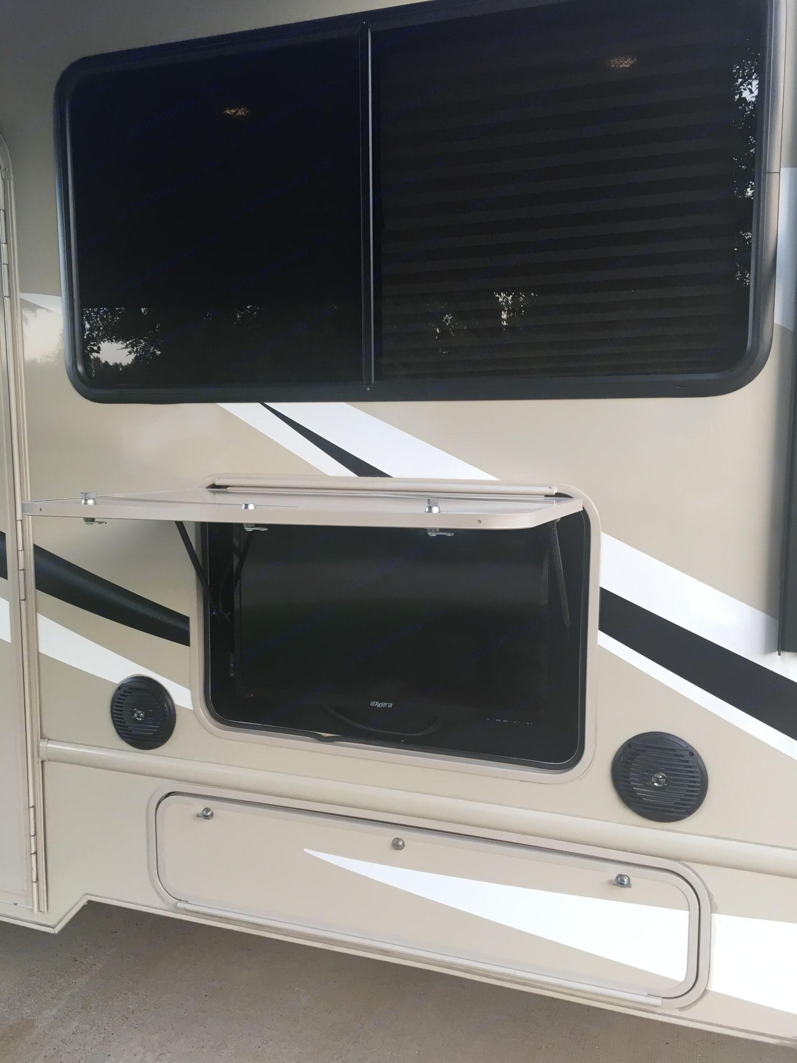 Outdoor TV/radio. Ford Fourwinds 2018