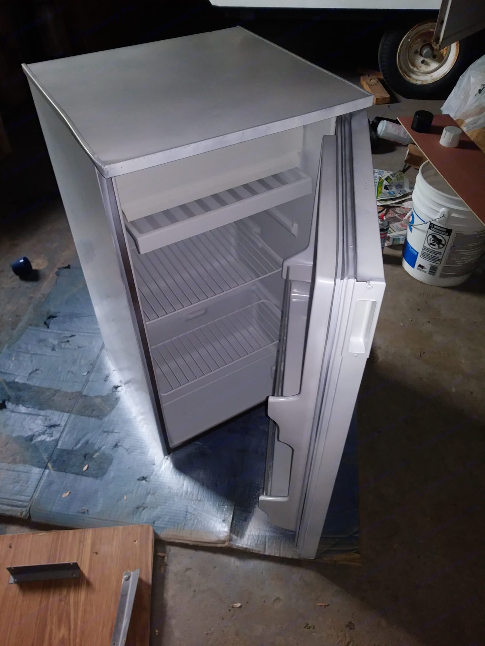 mini fridge with lots of room for food. Coleman Destiny Royale 1993