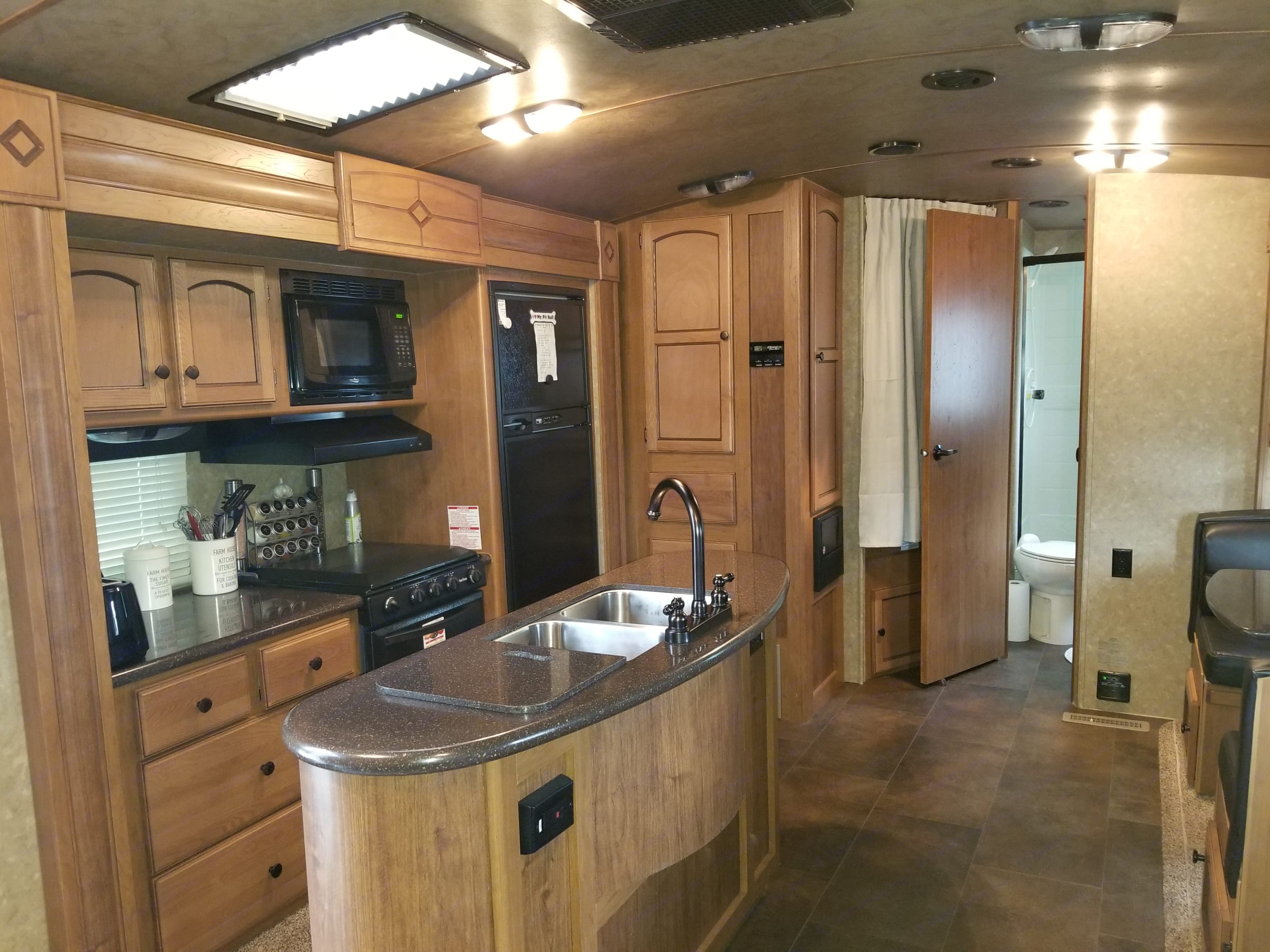 Fully loaded kitchen with island & double sink.. Crossroads Sunset Trail 2015