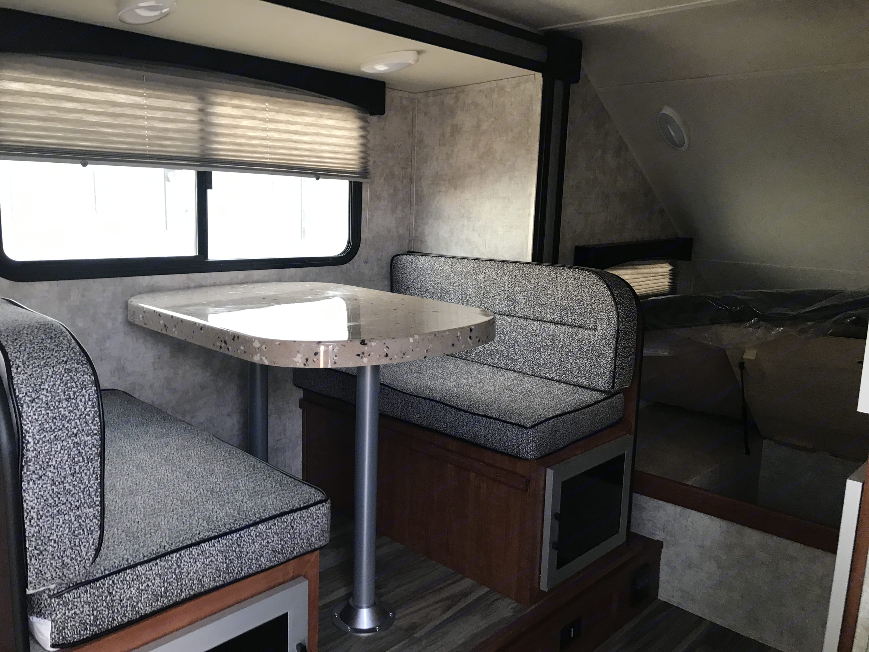 Comfy dinette with seating for up to 4.. Travel Lite F-21RB 2018