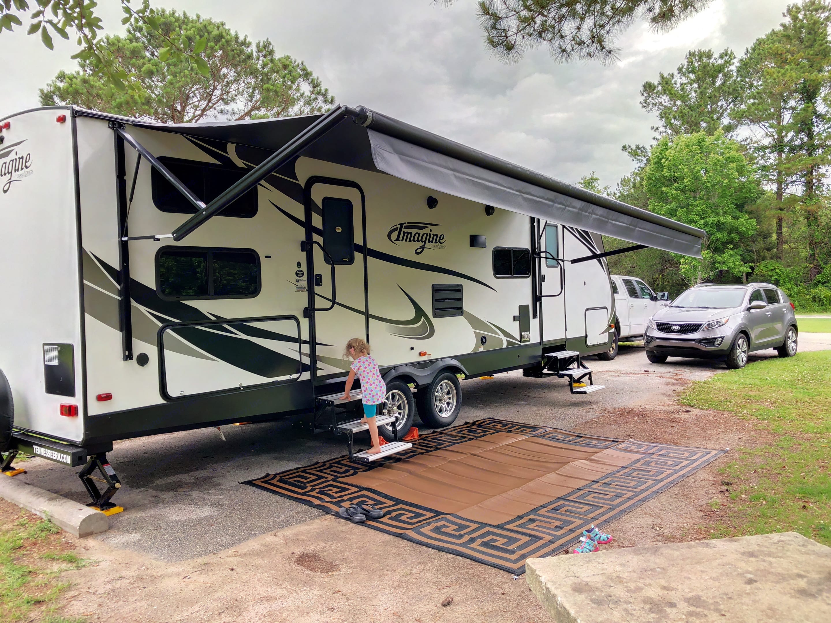 Large awning with 2 entrances. Grand Design 2800BH 2018