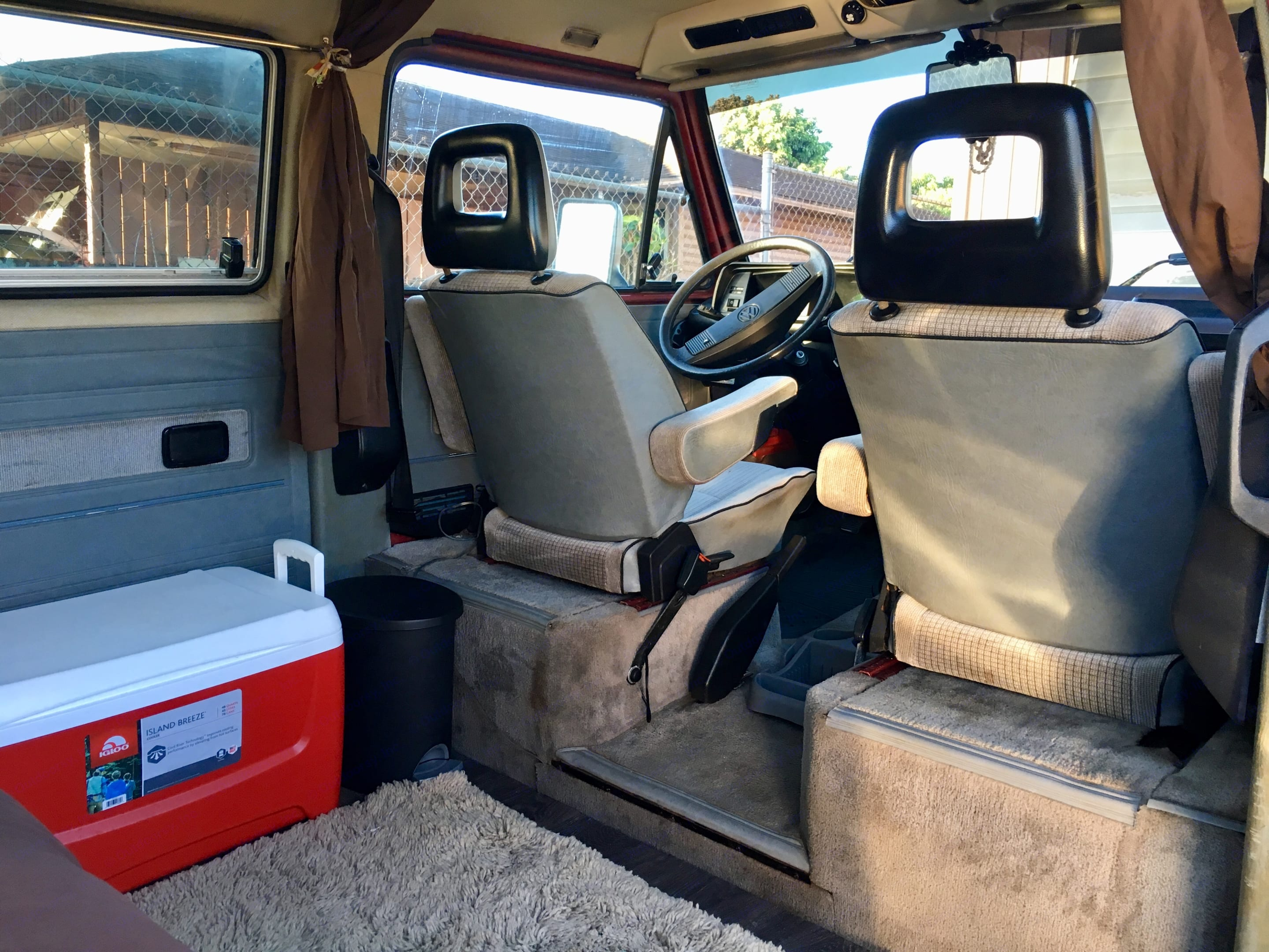 Couples paradise! Time to chase the waves, waterfalls and sunshine! . Volkswagen Vanagon 1988