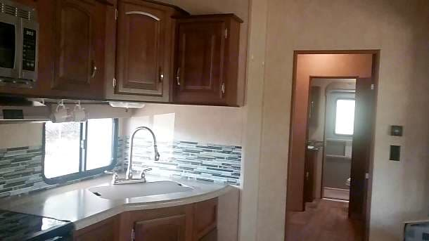Kitchen with double sink and oversized fridge. Forest River Heritage Glen Lite 2015