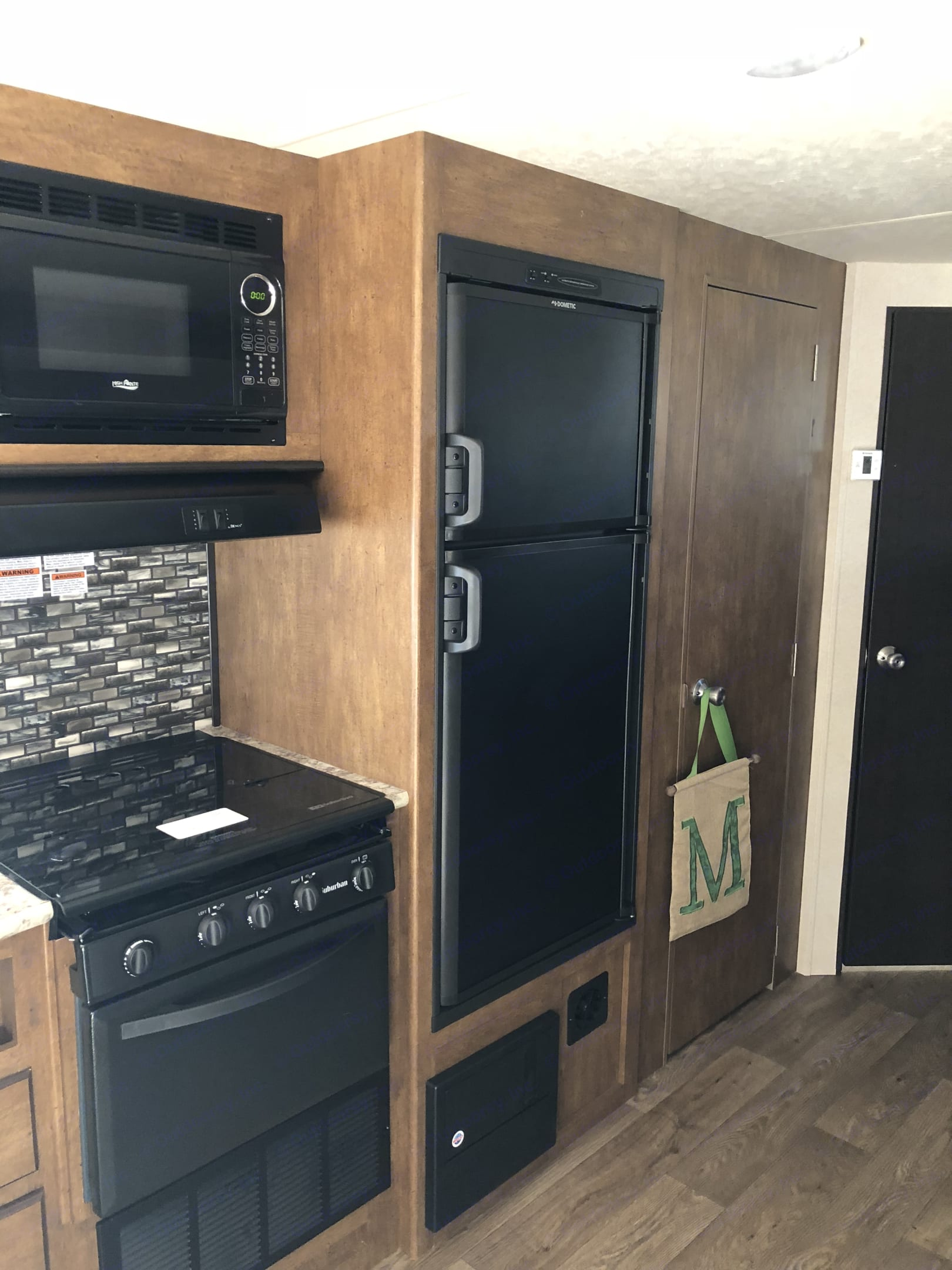 Very cold refrigerator and freezer that suns off of  propane and  electricity.. Forest River Salem Cruise Lite 2018