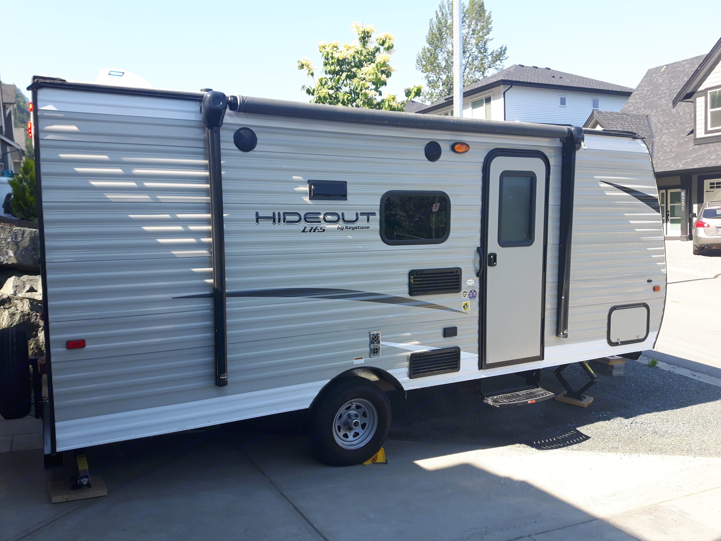 Exterior of our trailer, including the manual awning.. Keystone Hideout 2018