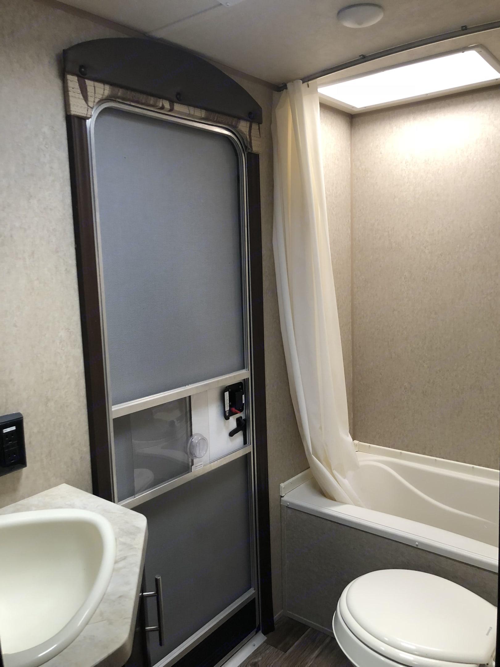 Full bathroom. Forest River Cherokee 2016