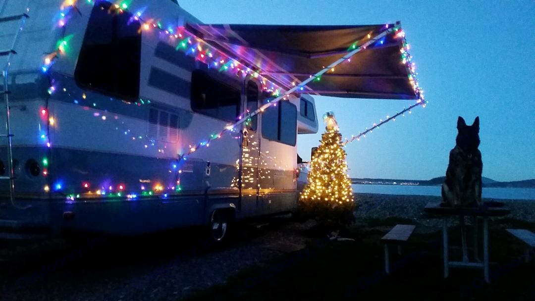 Christmas camping in Anacortes Washington on the Washington Coast. Christmas tree and all.. Lazy Daze 26.5 2003