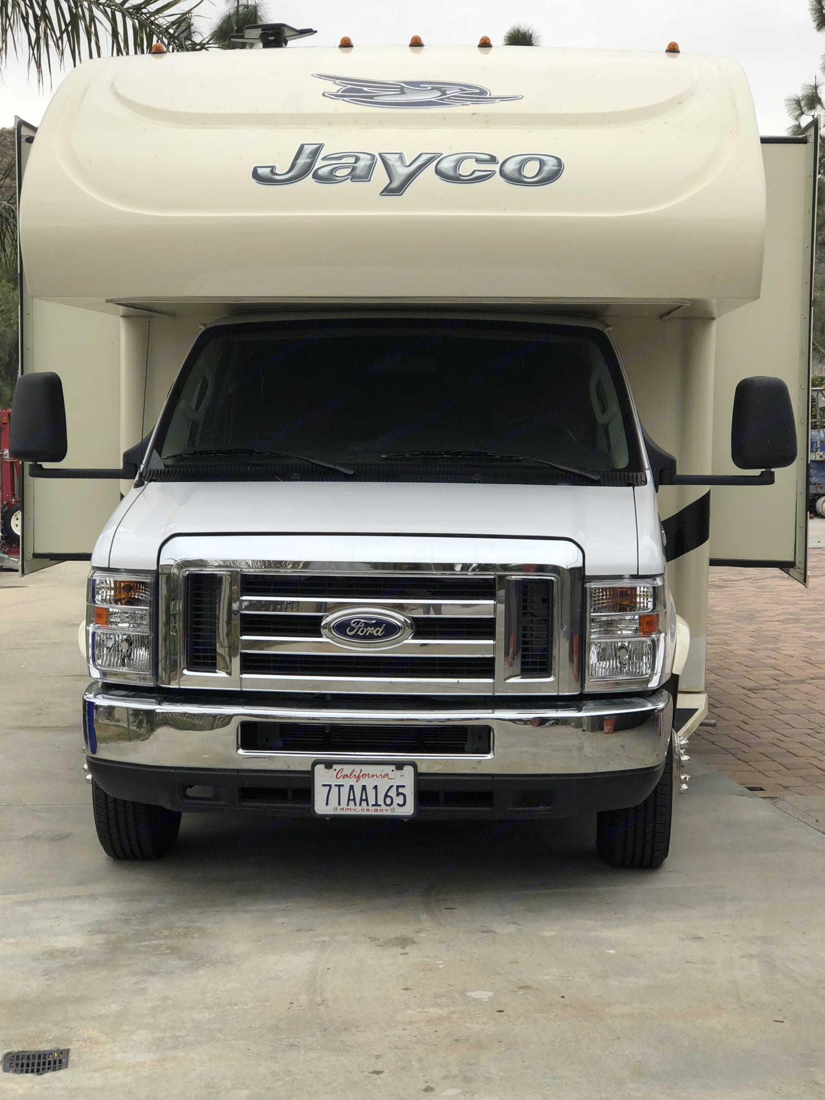 Ford E450 Chassis with V10 Engine. Jayco Greyhawk 2016