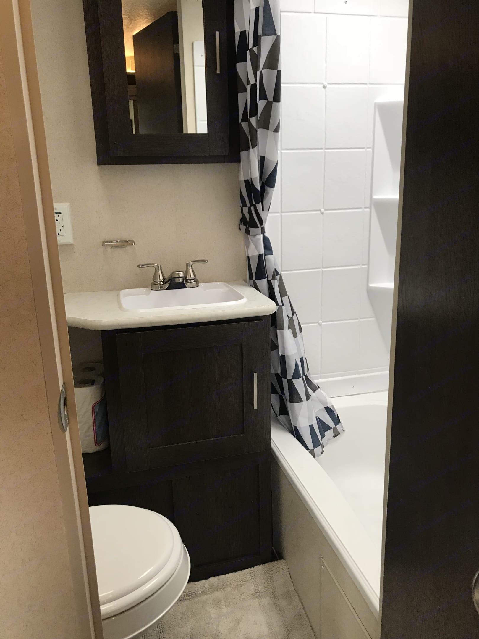 Bathroom. Forest River Wildwood 2019
