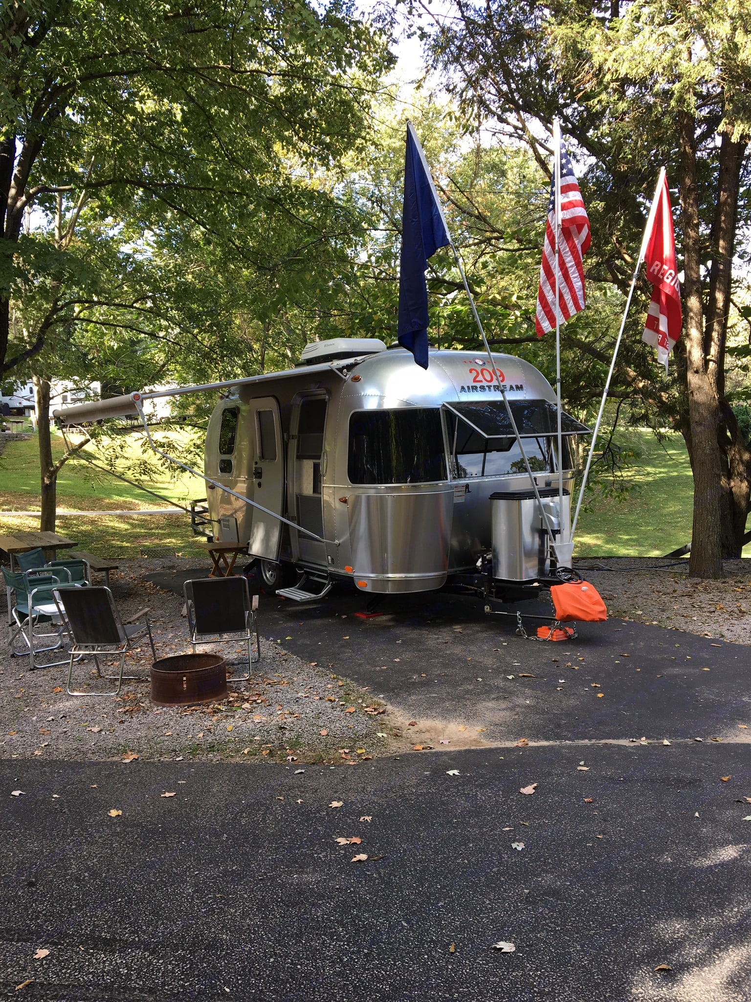 Airstream International Serenity requires electric brake controller and 7 pin electric conection 2017