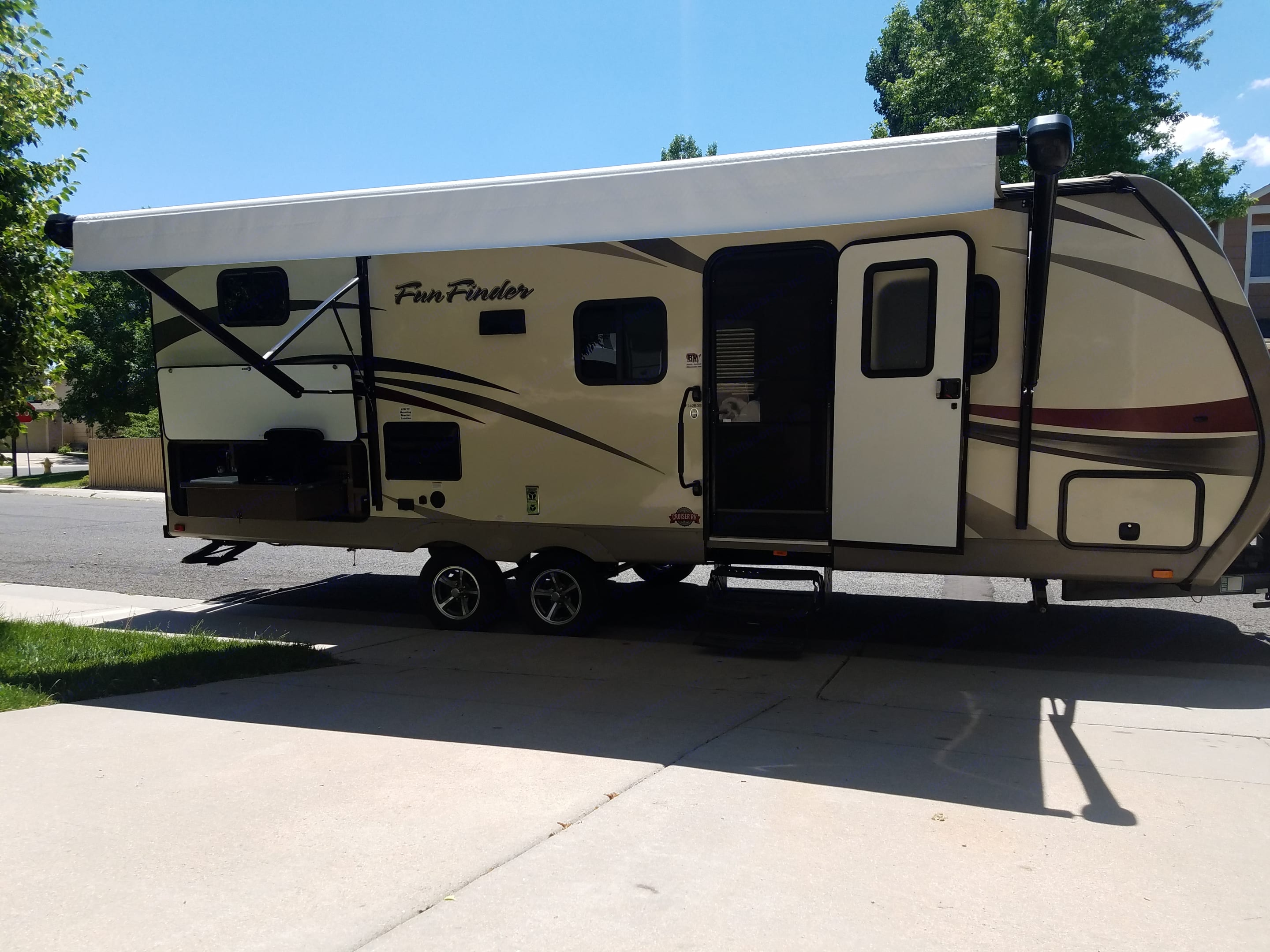 Retractable awning and outside kitchen. Cruiser Rv Corp Fun Finder 2016