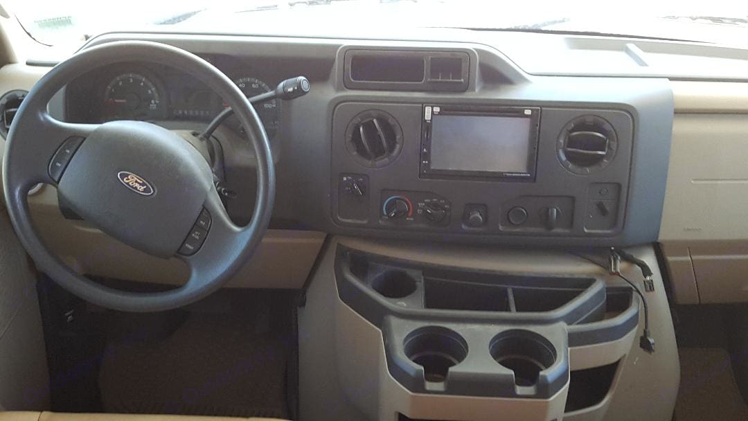 Touch screen navigation system, radio, CD player. Forest River Sunseeker 3010 DS 2012