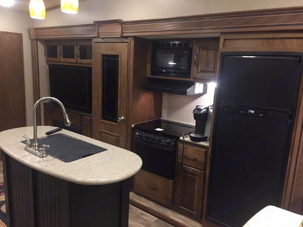 Large kitchen with center island . Grand Design Reflection 2014