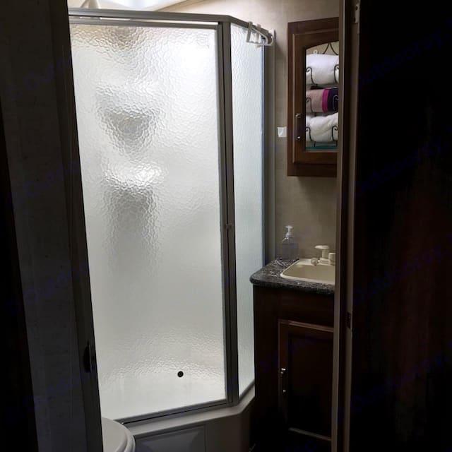 Bathroom: interior shower, sink,mirrored medicine cabinet, toilet; INCLUDED: 6 towels, 7 washcloths; travel size toiletries, toilet paper. Keystone Springdale 2016