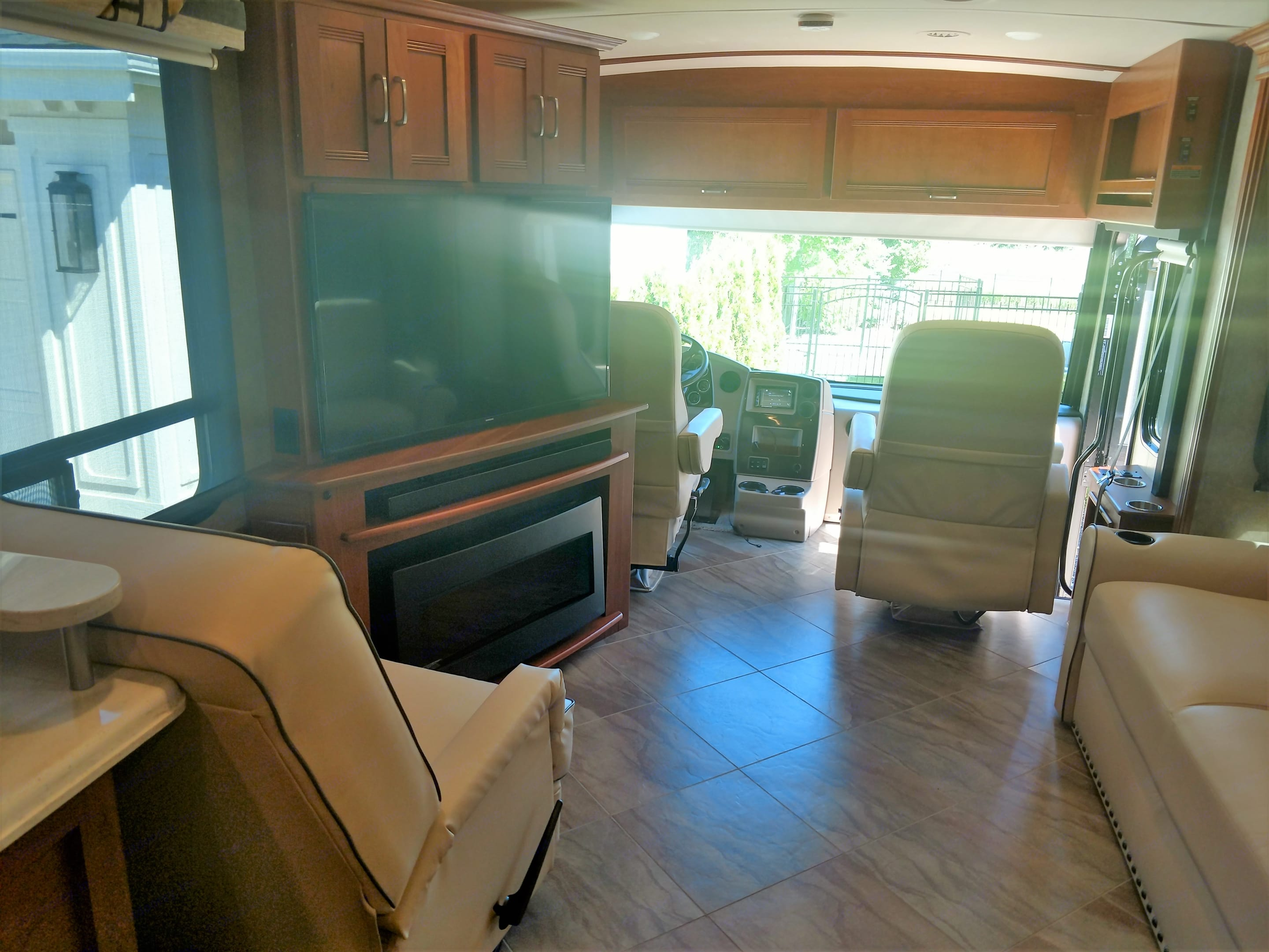 Large living area with flat screen and fire place. Winnebago Forza 2016