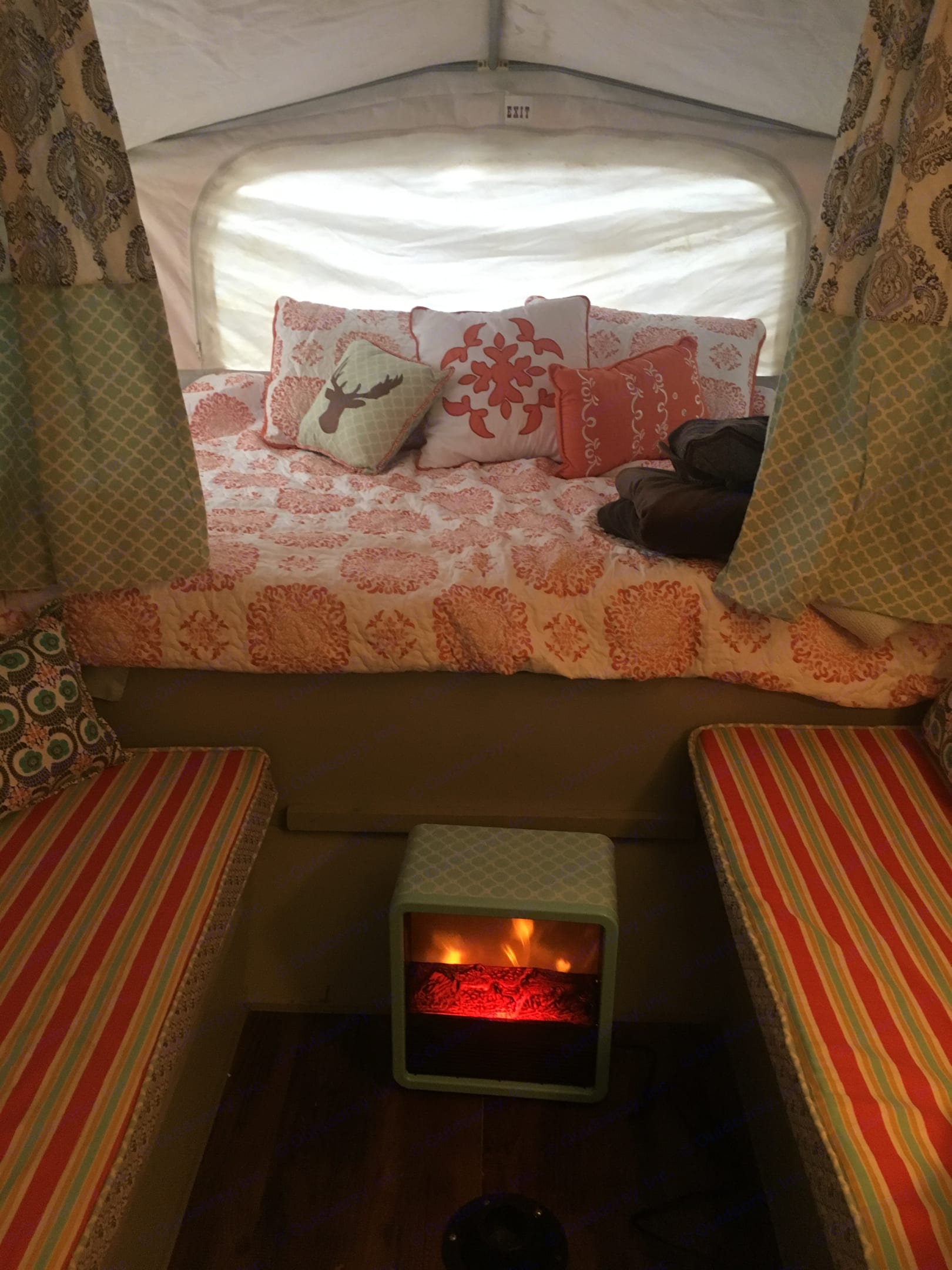 Cozy interior for comfy nights!. Jayco Qwest 2001
