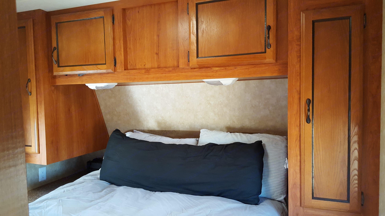 Master bed. Coachmen Catalina 2012