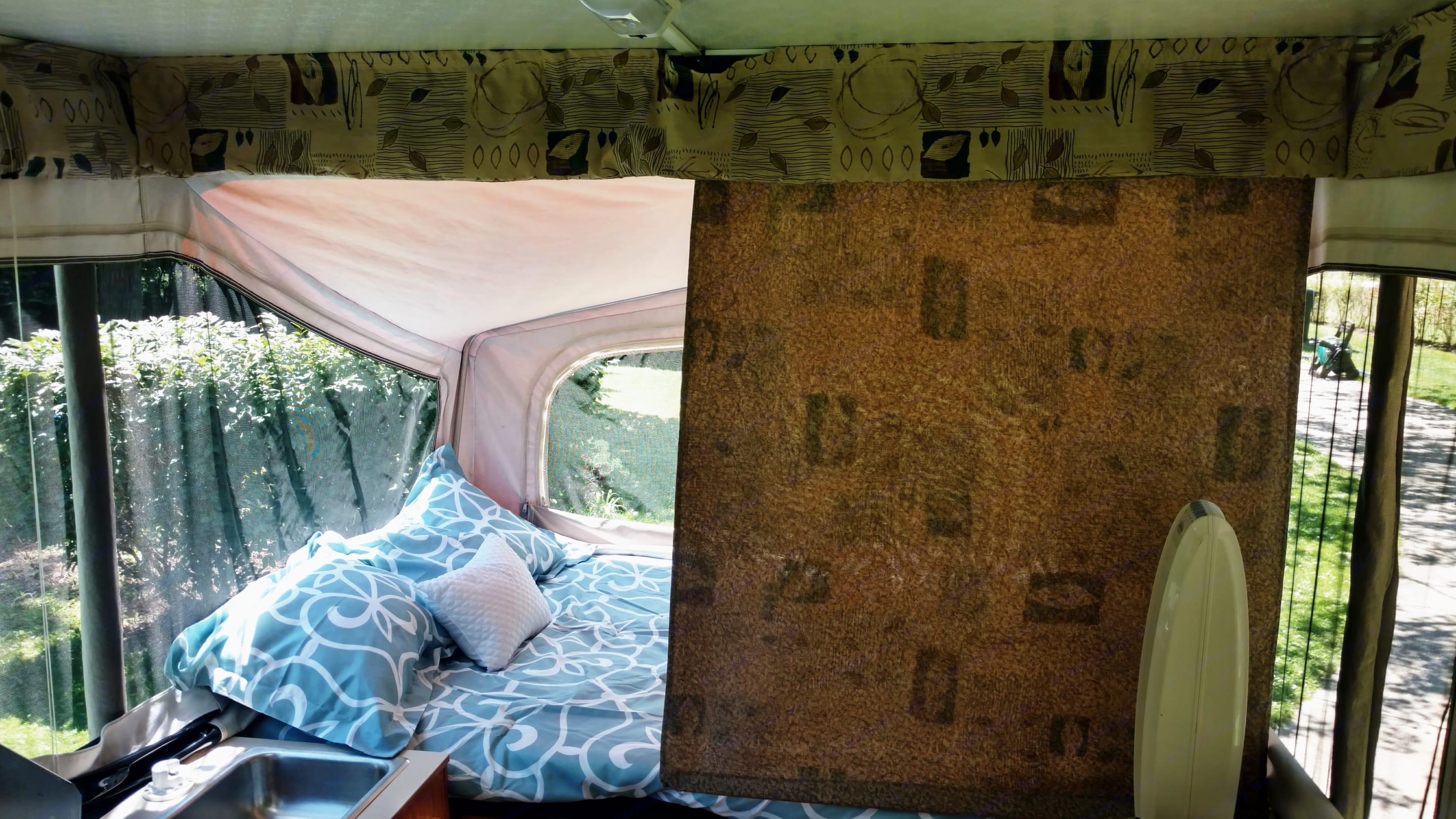Privacy curtains for each bed. Jayco Qwest 2002
