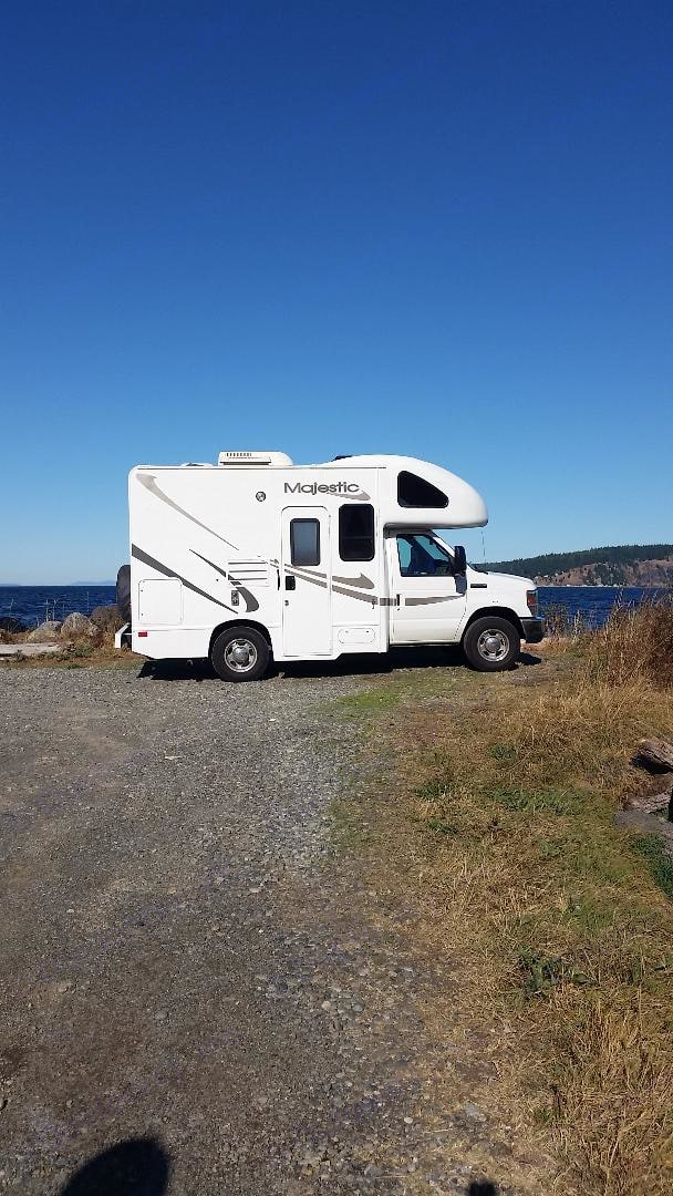 Small enough to drive like a pickup truck. Big enough to include everything!. Thor Motor Coach Four Winds Majestic 2010