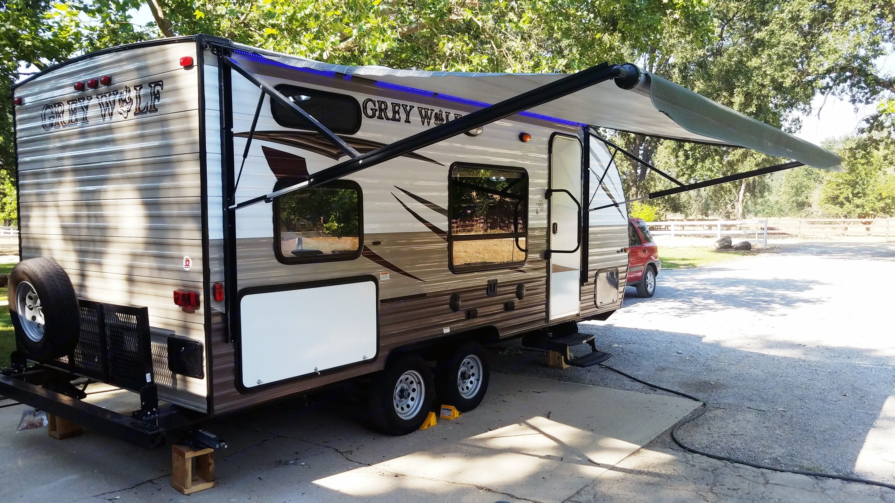 15' Roll-out power canopy with bug-repelling blue lights installed!. Forest River Cherokee 2016