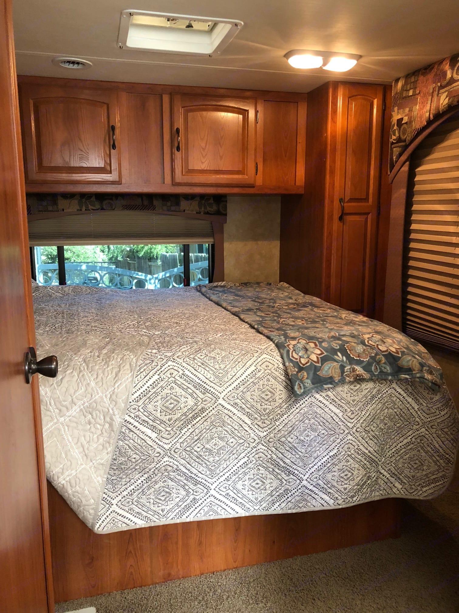 Queen size master bed! Upgraded plush mattress!. Coachmen Freelander 2008