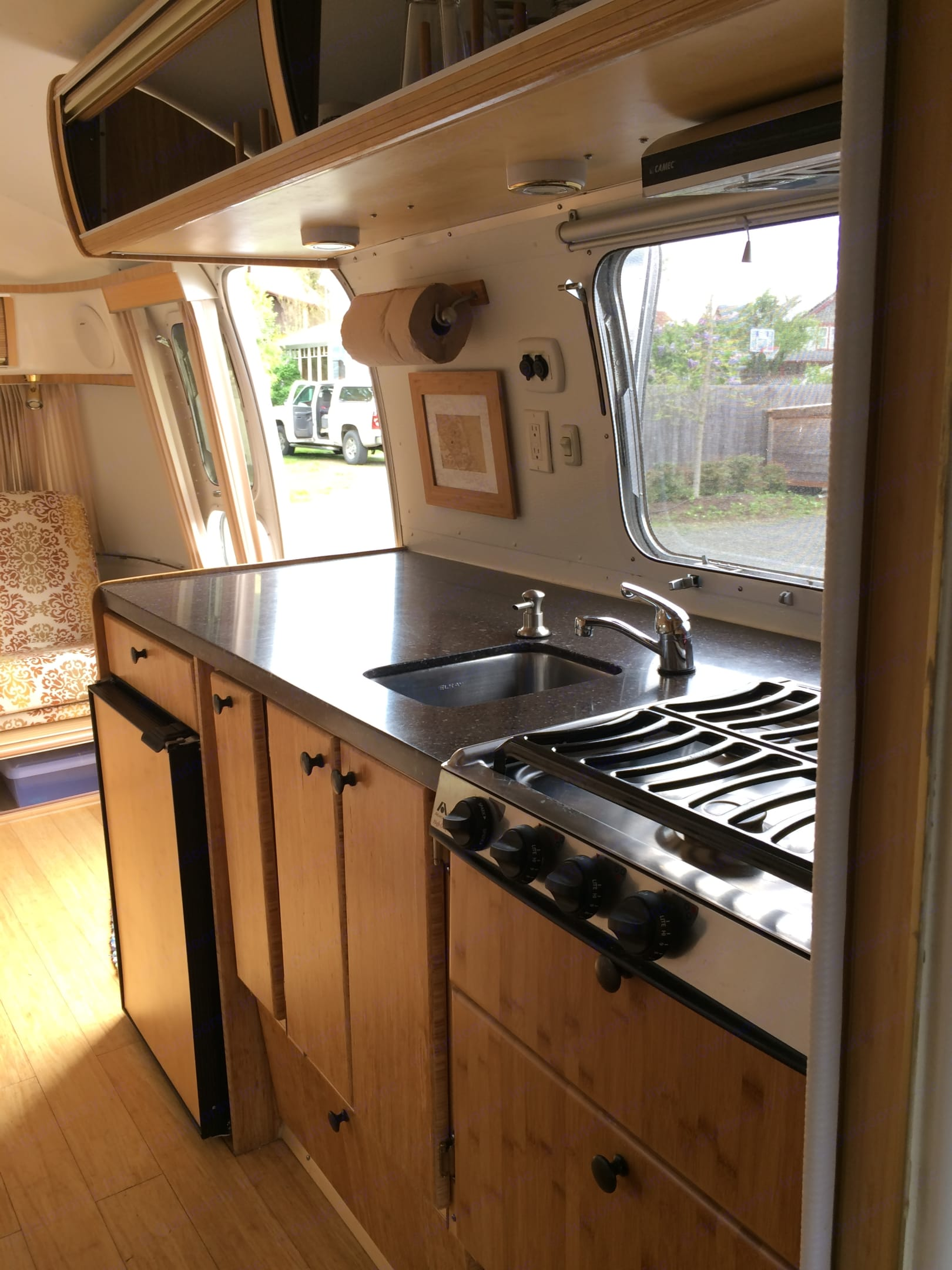Great counter space for the cook in your life.. Airstream Globetrotter 1977