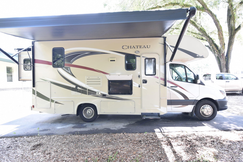 Large awning. Thor Motor Coach Chateau Citation Sprinter 2017