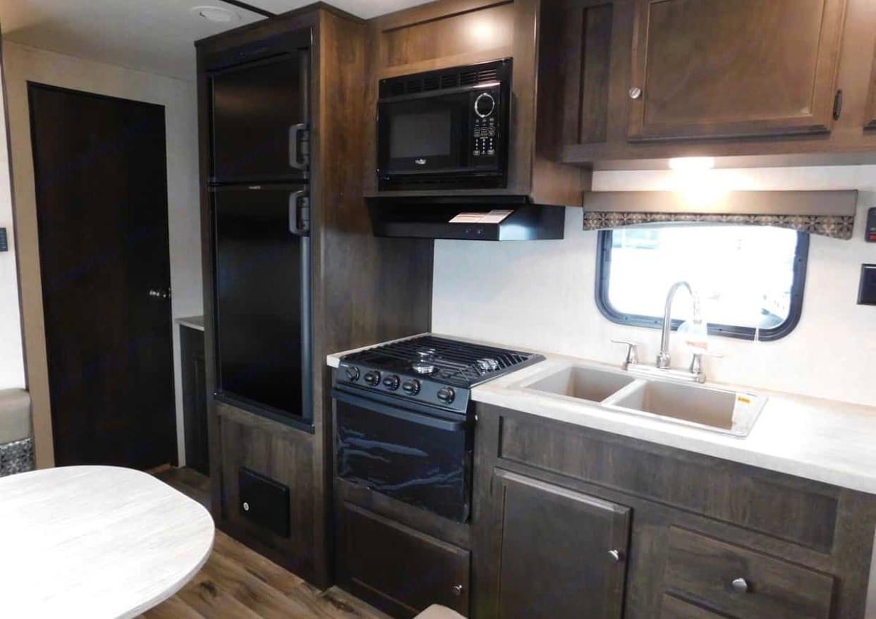 Refrigerator, freezer, stove, oven, and microwave.. Starcraft Autumn Ridge 2019