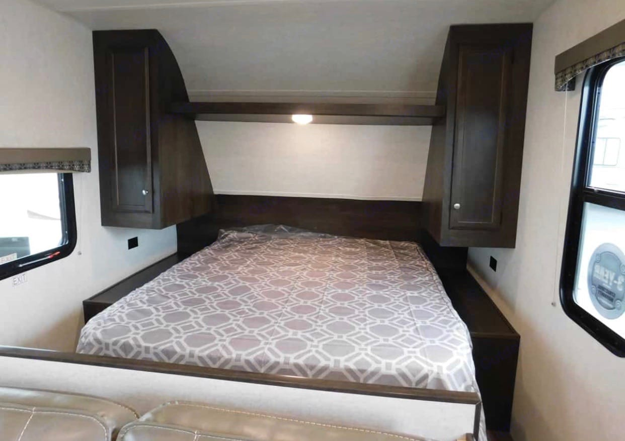 Queen sized bed with privacy curtain.. Starcraft Autumn Ridge 2019
