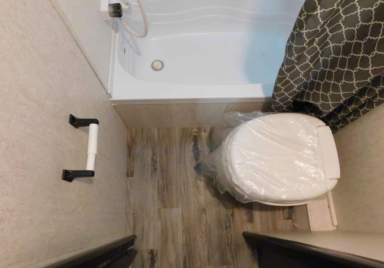 Shower & toilet.. Starcraft Autumn Ridge 2019