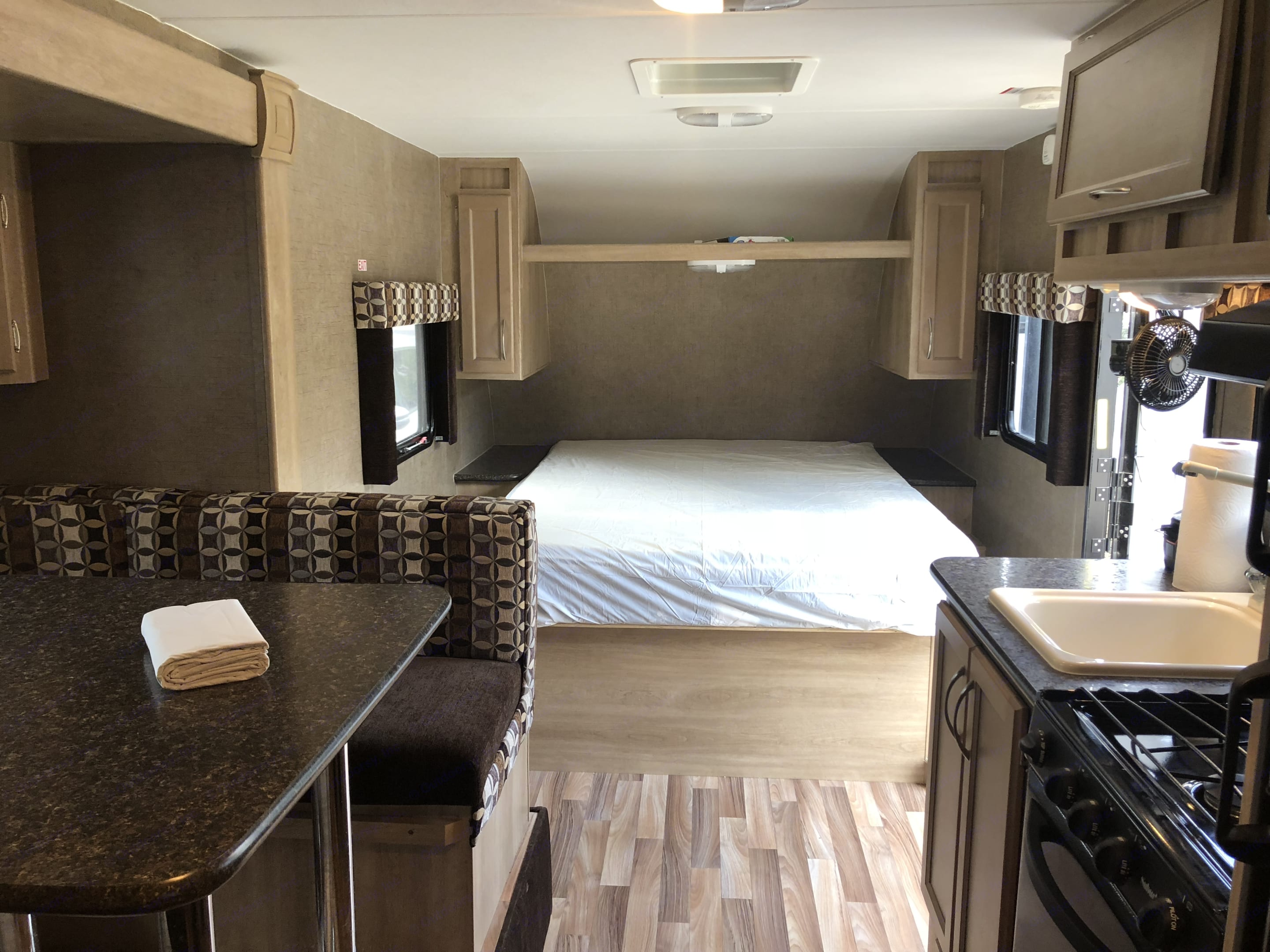Pacific Coachworks Panther 2016