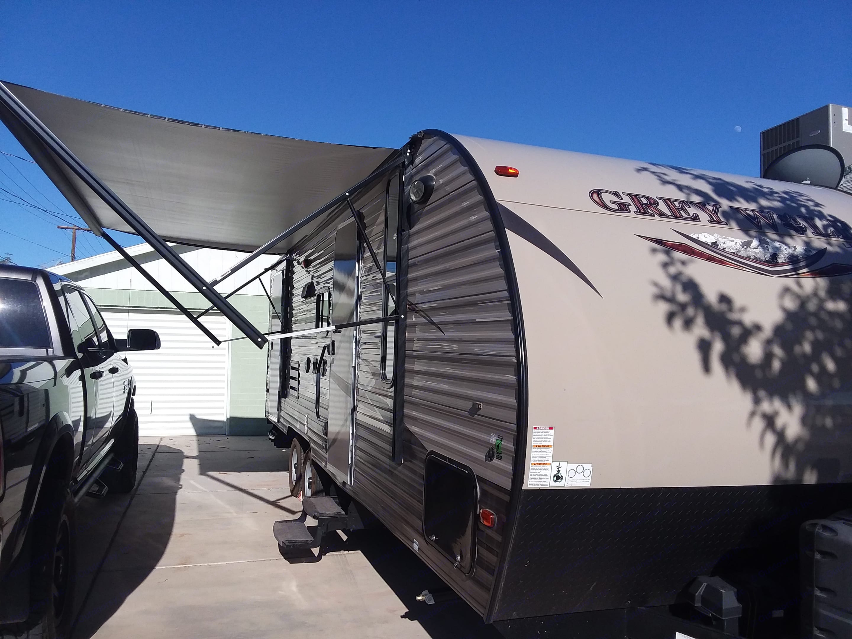 retractable 15' awning. Forest River Cherokee Grey Wolf 2017