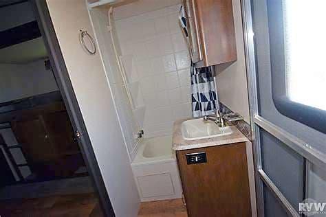 Guest bathroom. Forest River Heritage Glen Lite 2017