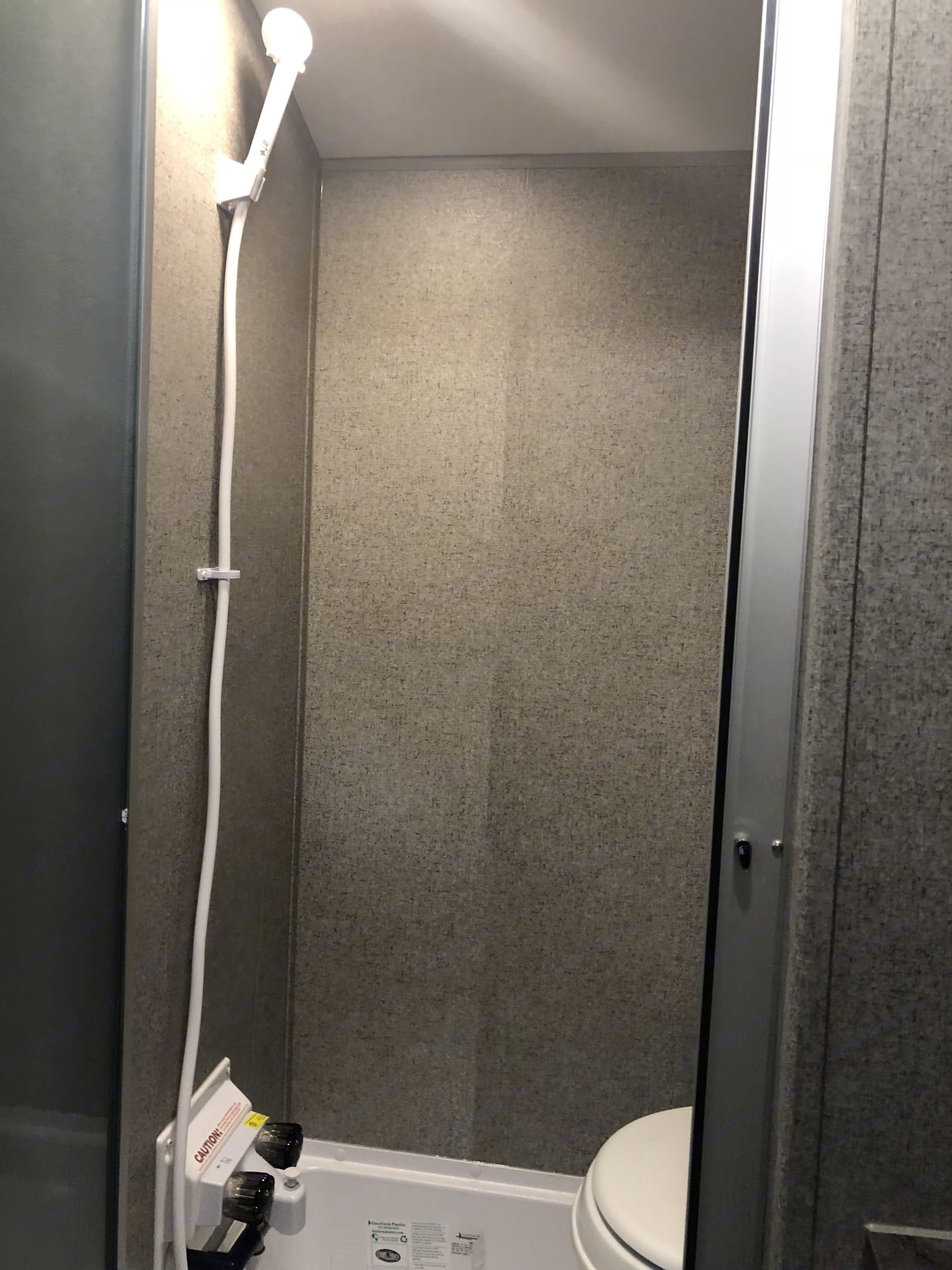 Bathroom with stool and shower. Flagstaff E-Pro 2018