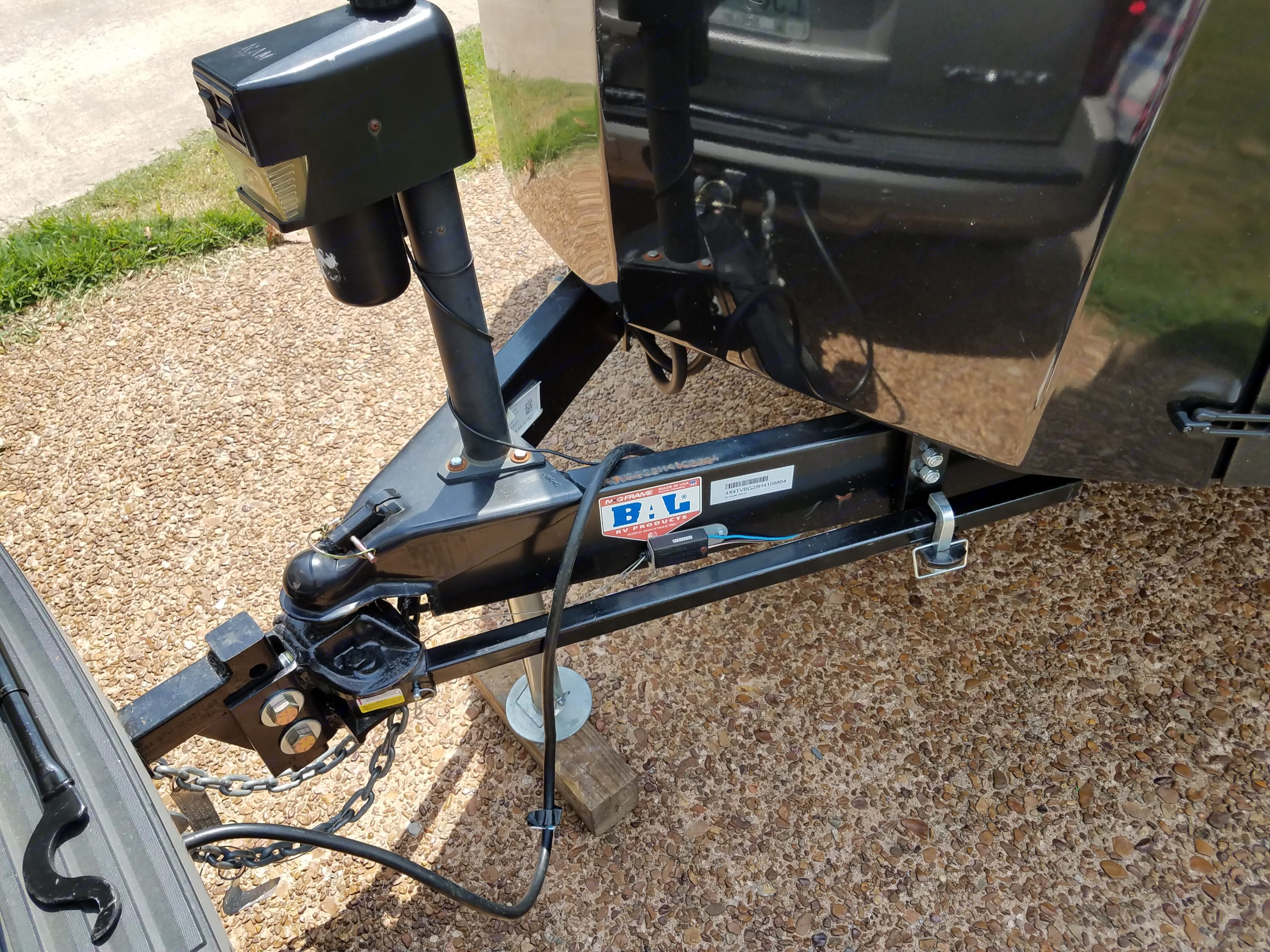 Stabilizer bars to stabilize vehicle and trailer. Forest River Vibe 2017