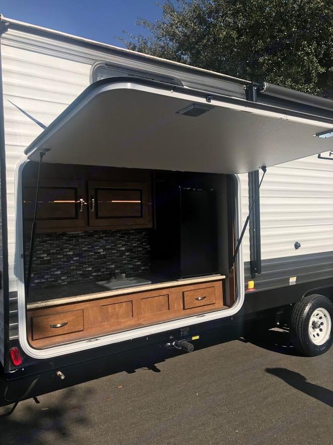 Outdoor Kitchen . Forest River Salem Cruise Lite 2018