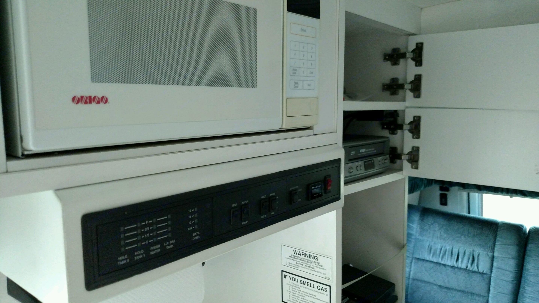 Coach House Microwave. Coach House M-192ks-Wb-Dge 2000