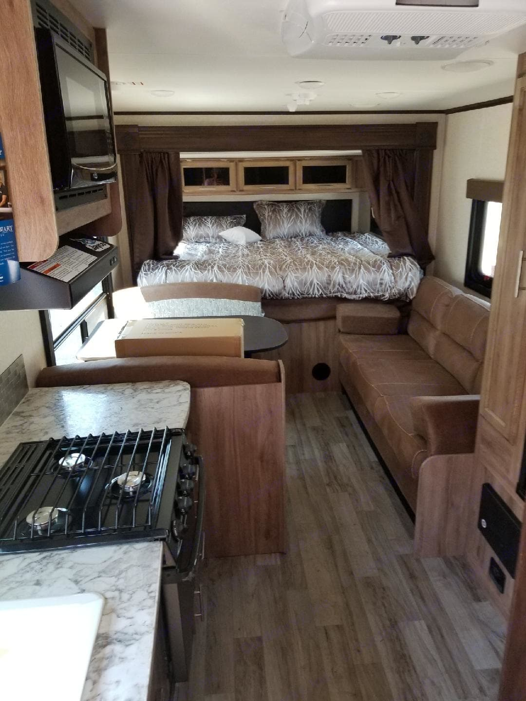 King size bed, comfort couch and dinette!. Jayco Jay Feather X213 2018
