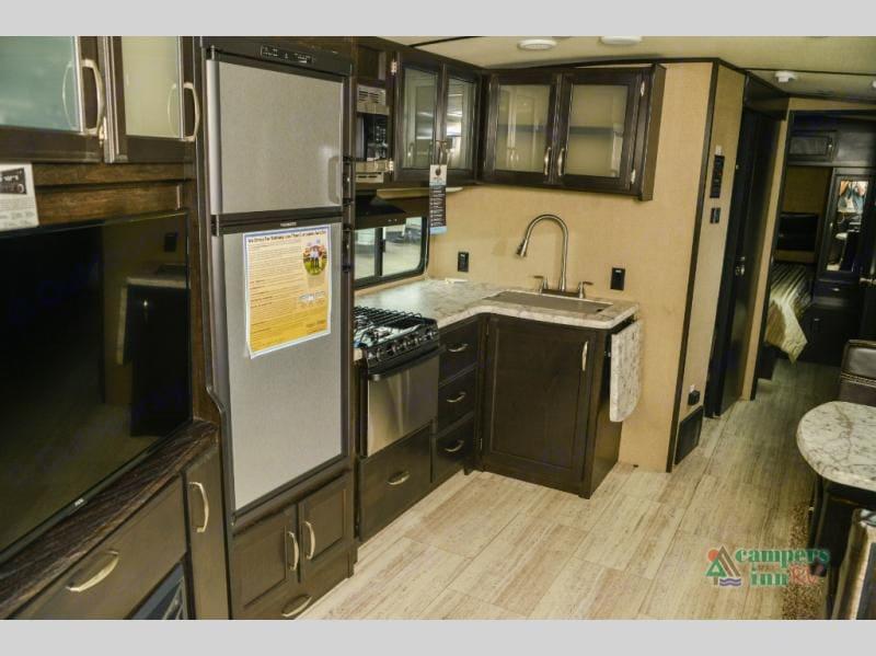 Indoor kitchen . Grand Design 3150bh 2018