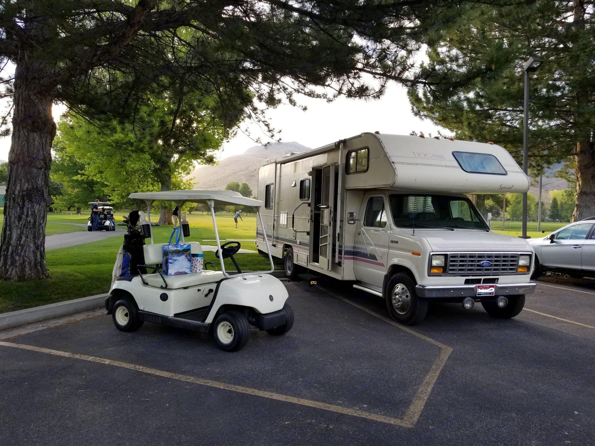 Out on a golf adventure!. Fleetwood Tioga Montara 1991
